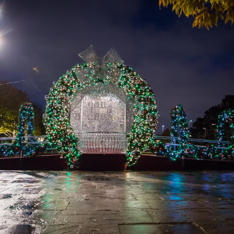 Giant lighted wreath