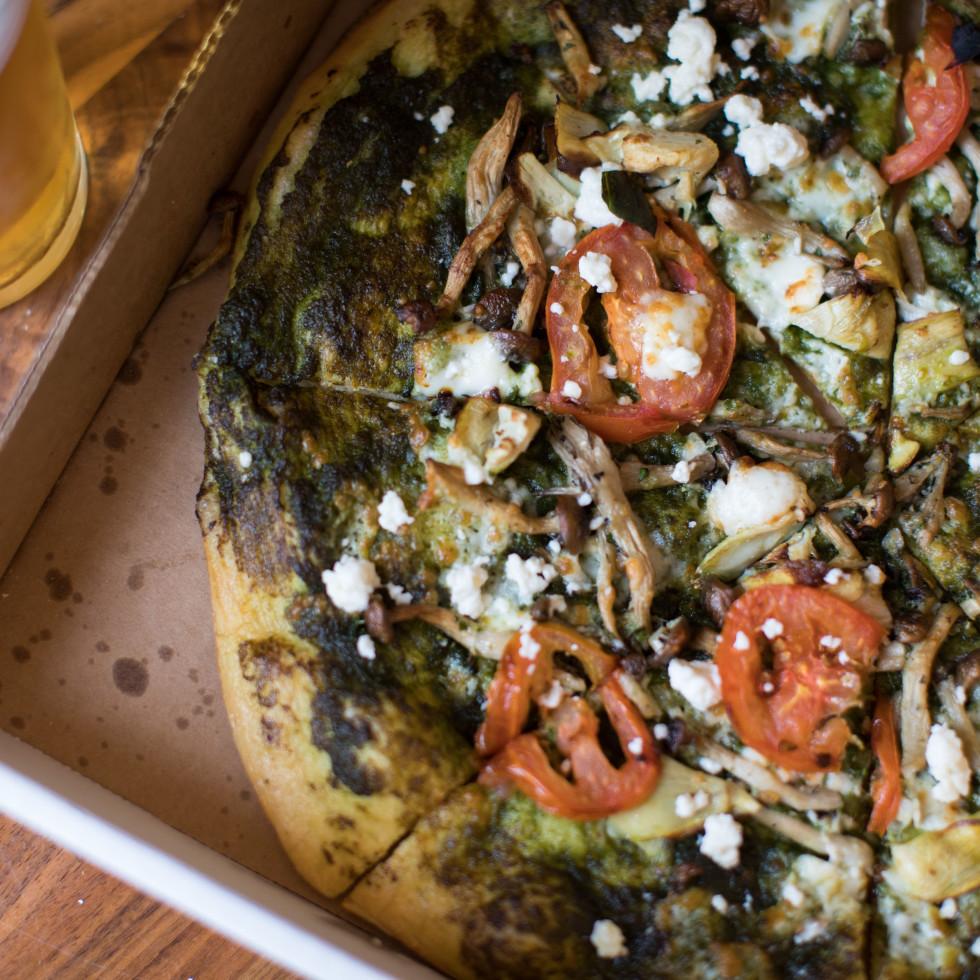 Betsy's green pizza