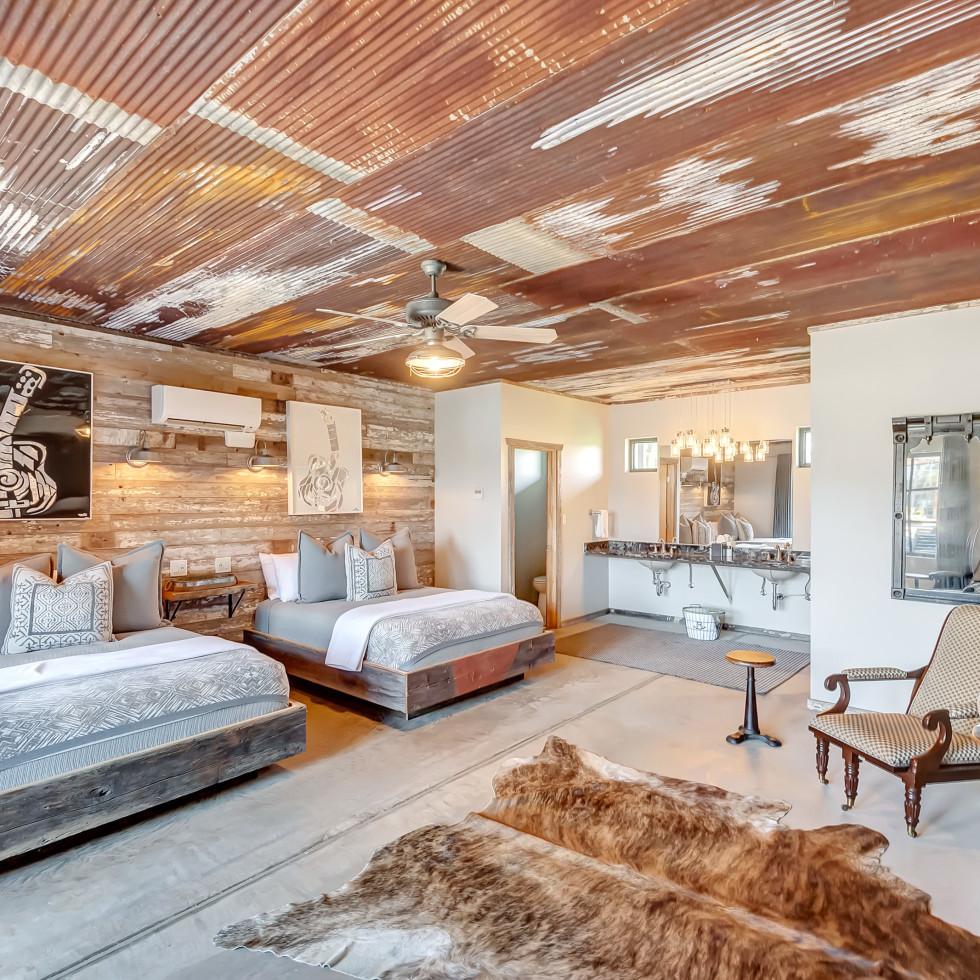 Rocker B Ranch, Pat Green room