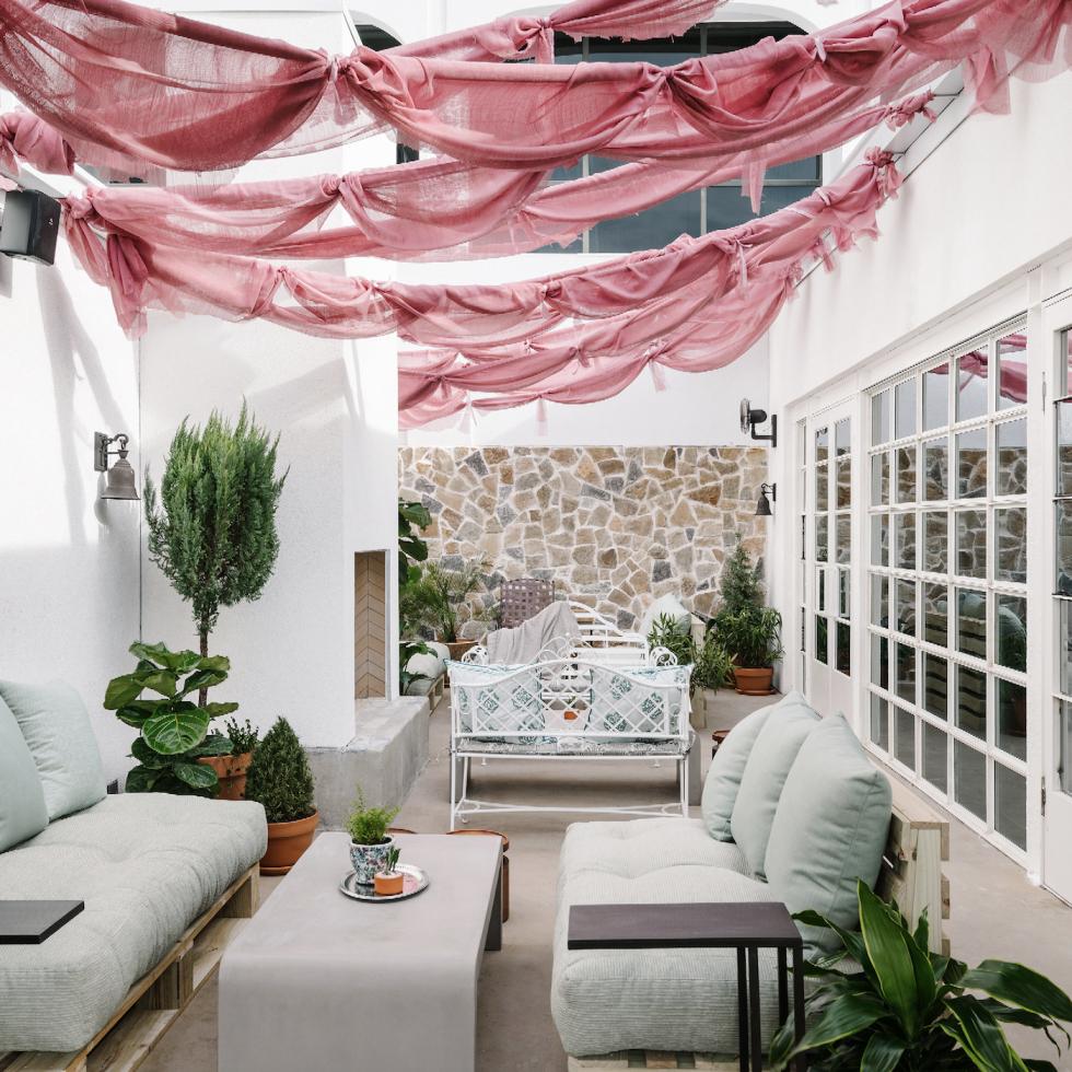 P6 Austin outdoor living room