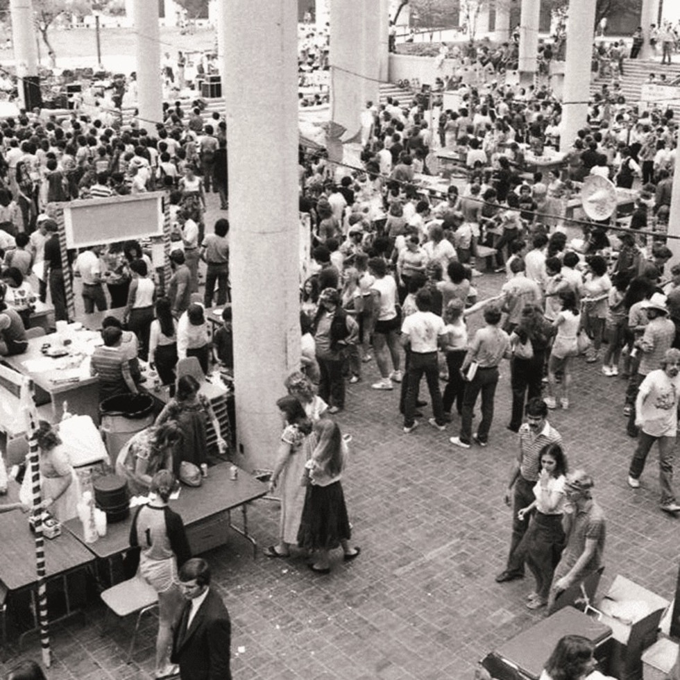 UTSA students in the 1980s enjoy BestFest, a university event.