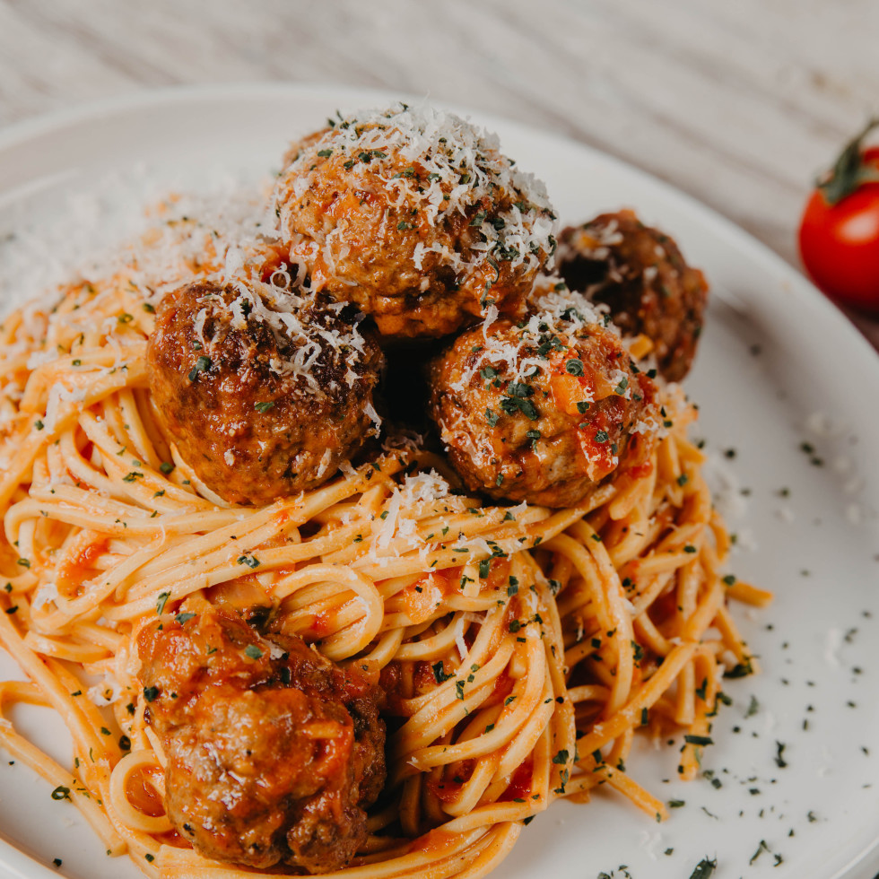 Radunare spaghetti and meatballs