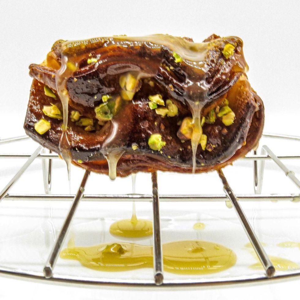 Koffeteria pistachio praline baklava croissant