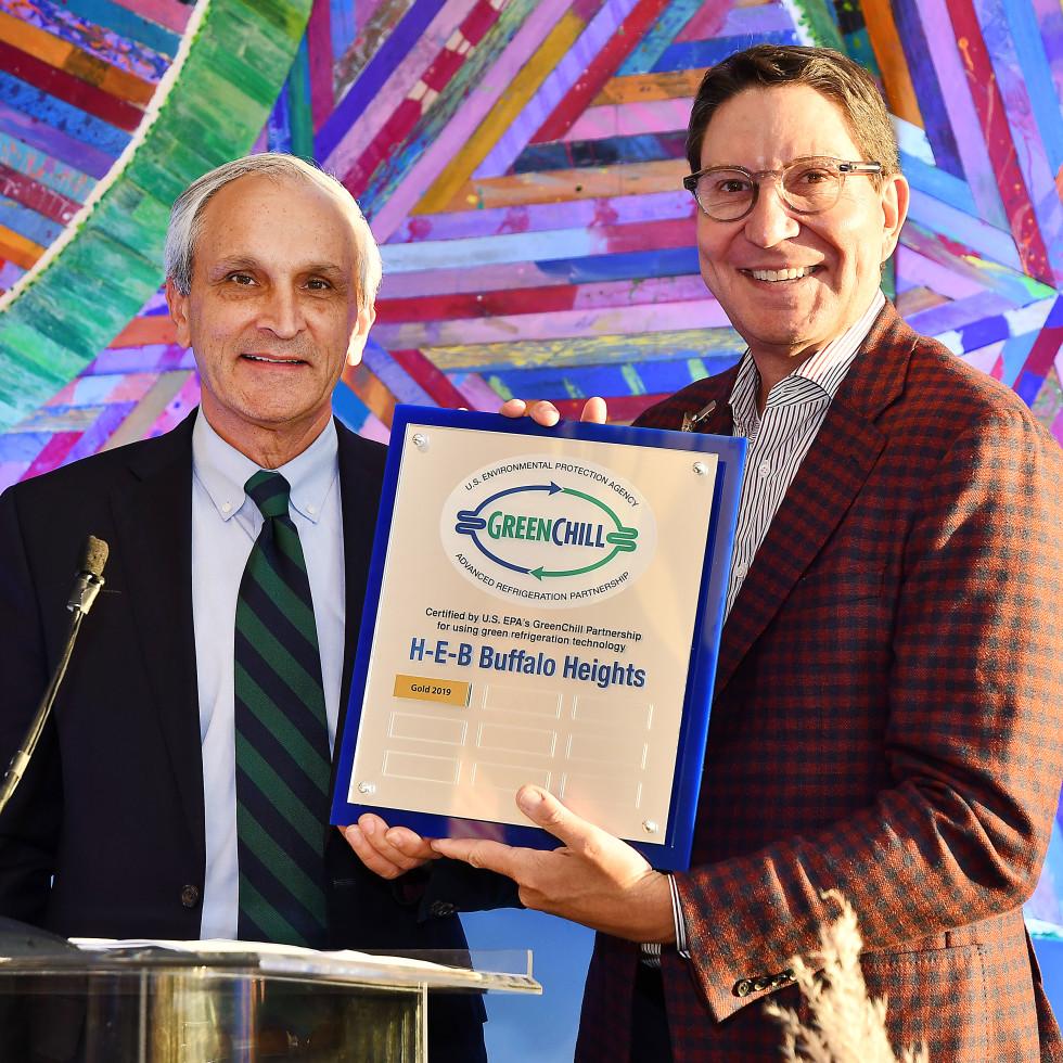 H-E-B Buffalo Heights Houston Ken McQueen, EPA Administrator South Central Region and Scott McClelland, President, H-E-B Food & Drug