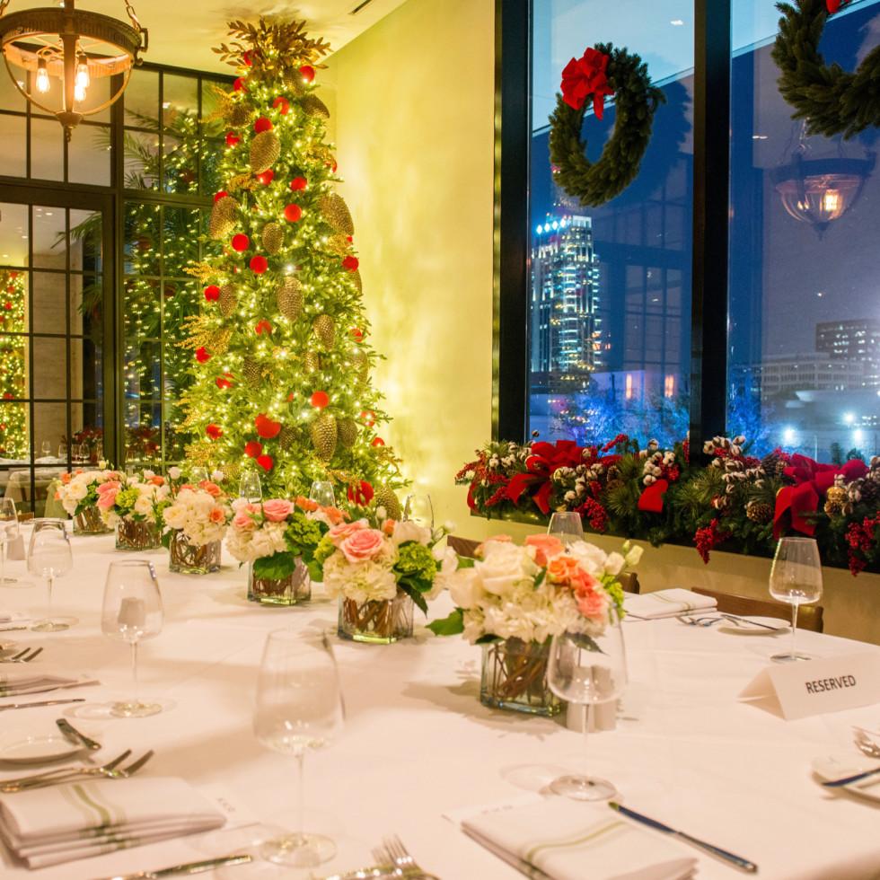 Annie Cafe Christmas decor