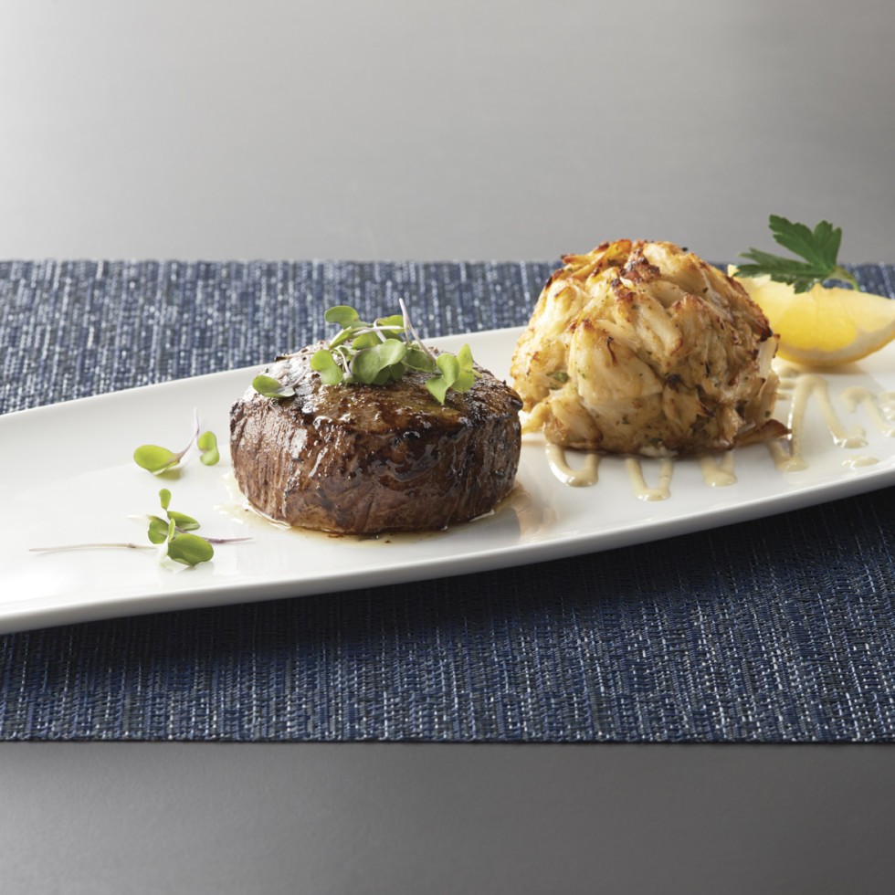 Oceanaire Seafood Room steak and crab cake