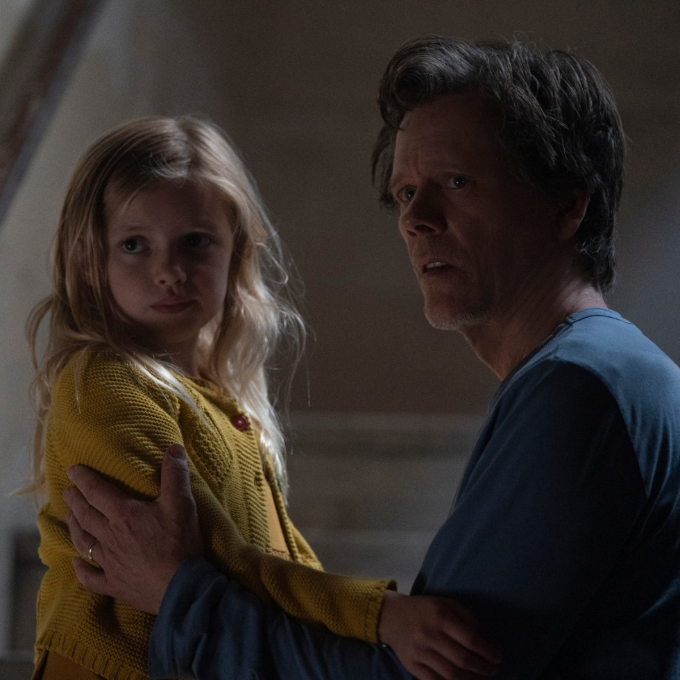 Avery Tiiu Essex and Kevin Bacon in You Should Have Left