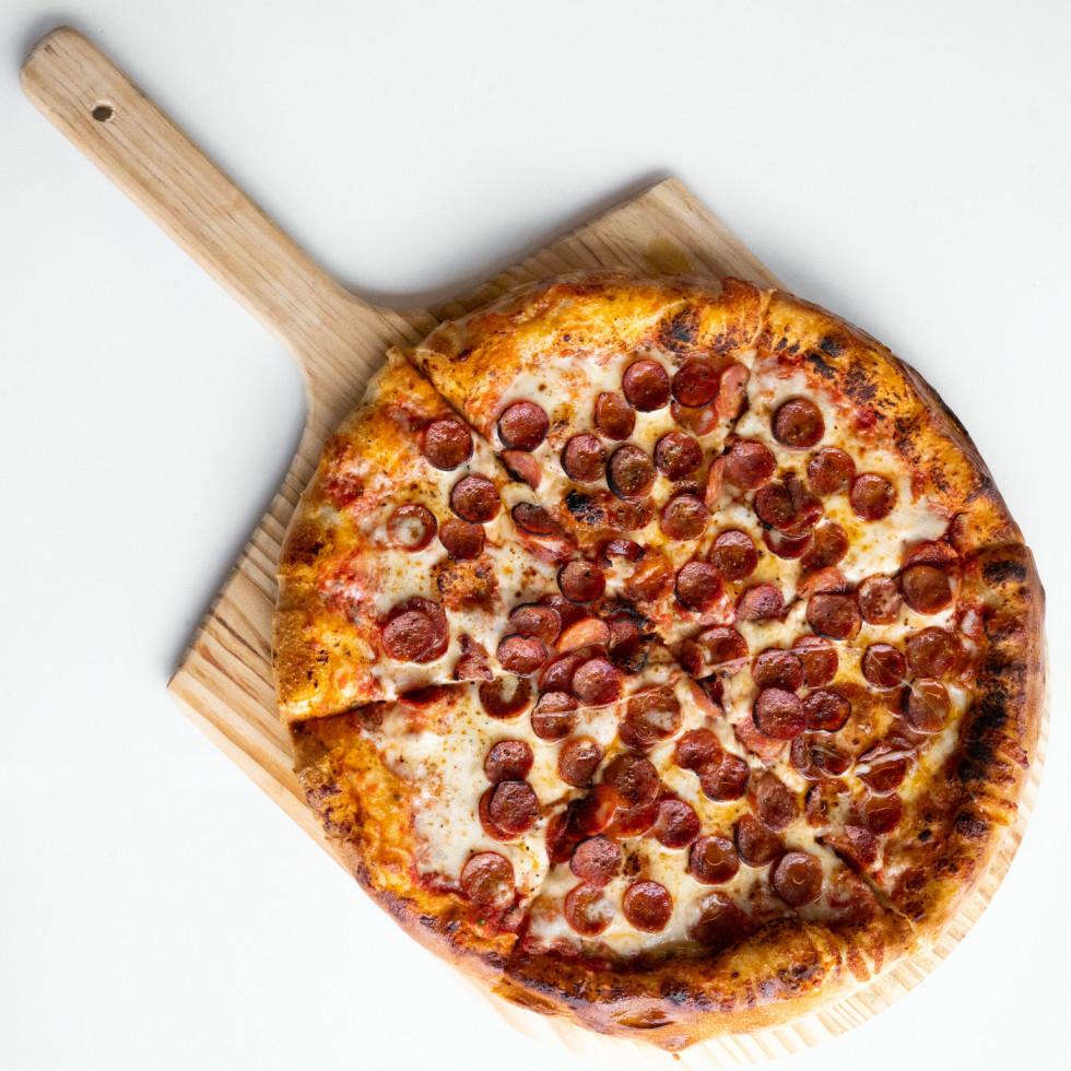 Vinny's pepperoni pizza
