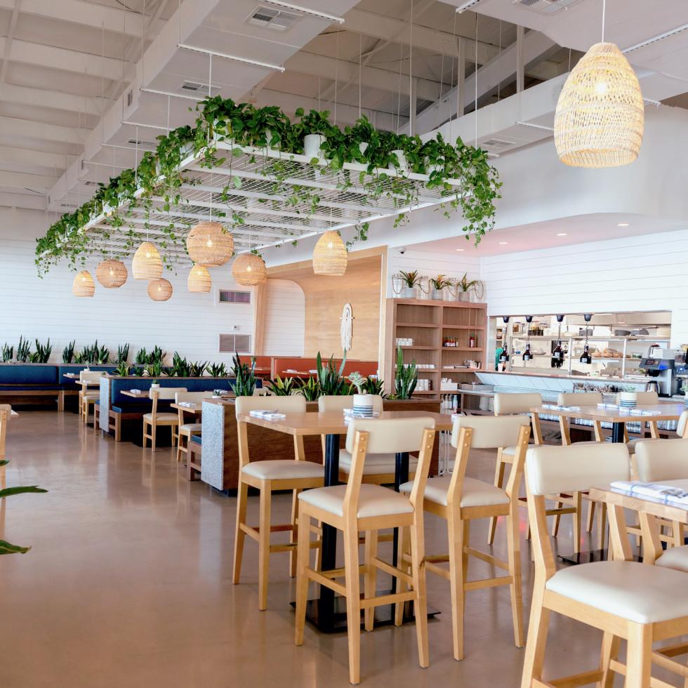 Pier 6 Seafood interior