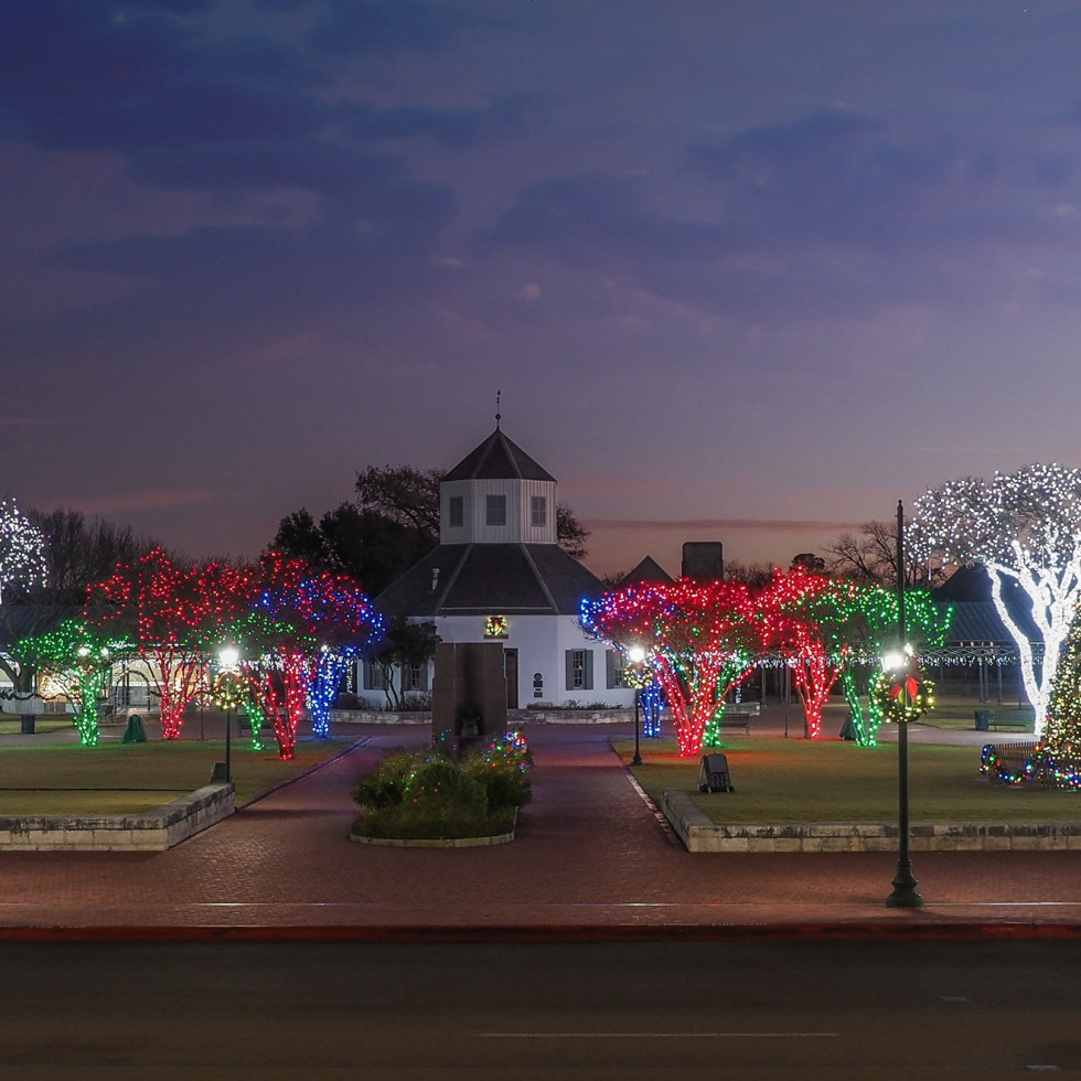 Fredericksburg holiday lights downtown square