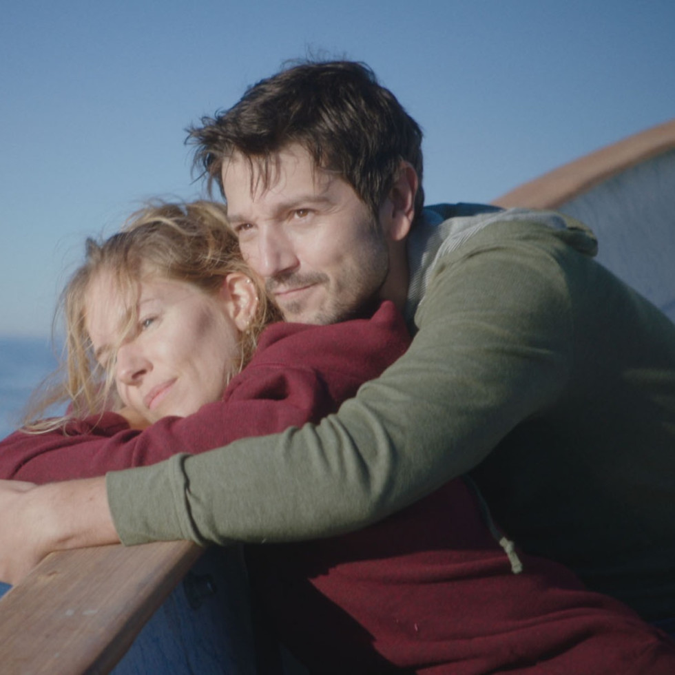 Sienna Miller and Diego Luna in Wander Darkly
