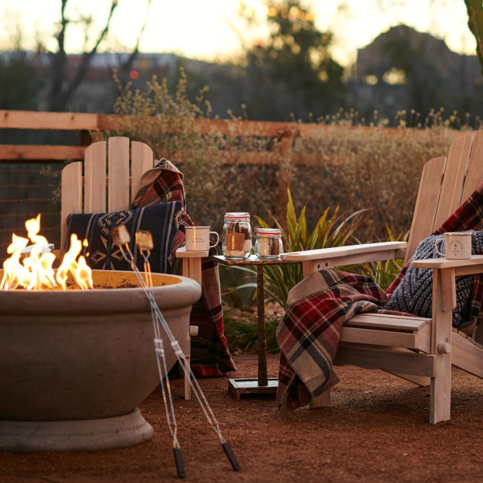 Hotel Drover backyard fire pit