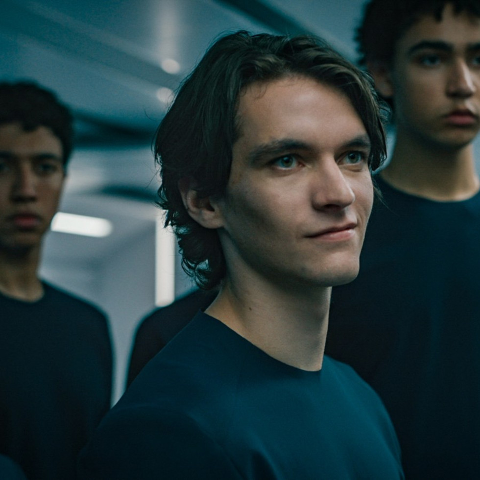 Fionn Whitehead in Voyagers