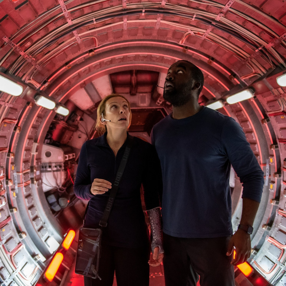 Toni Collette and Shamier Anderson in Stowaway