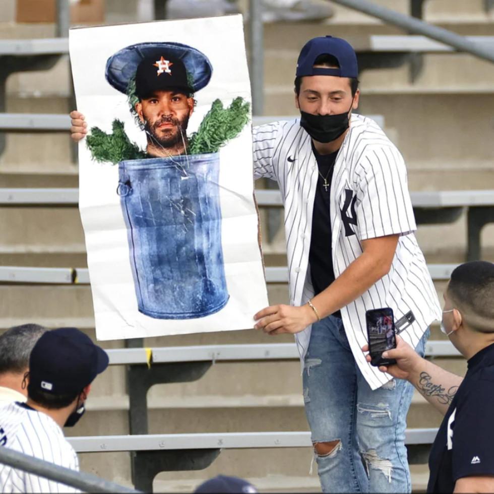 Yankees fan Altuve trash can Houston Astros