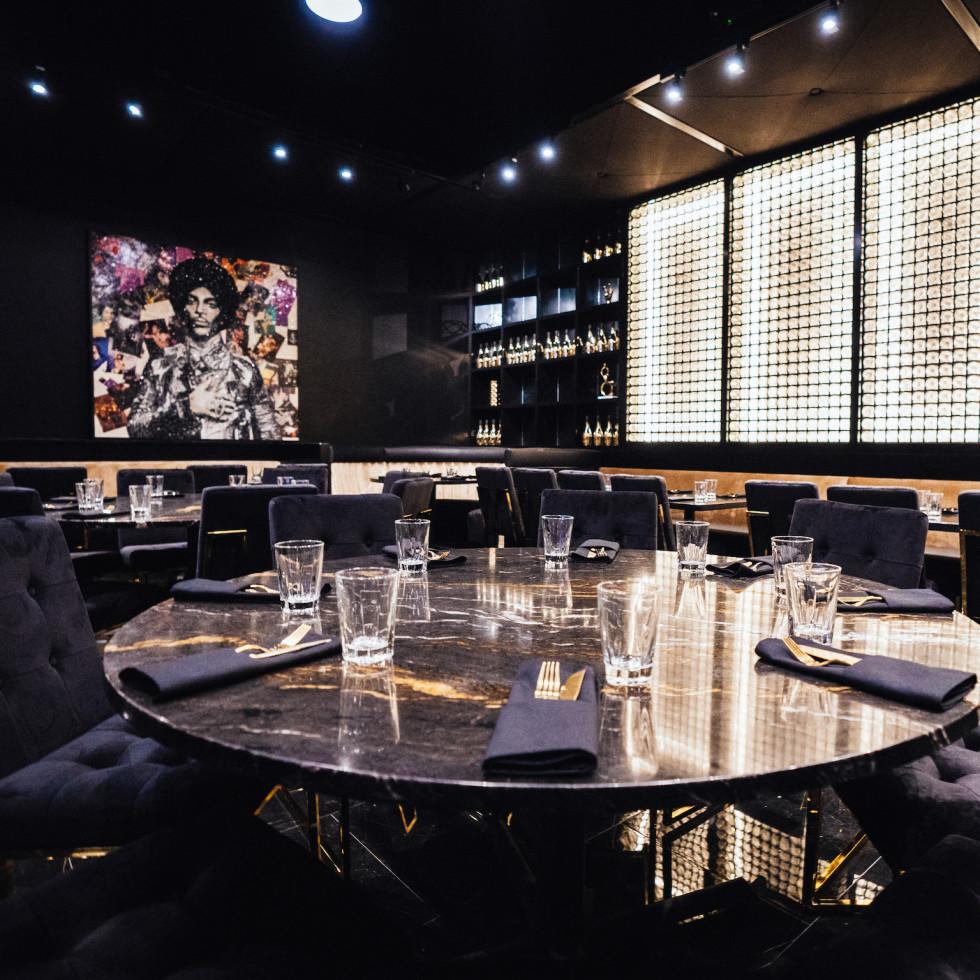 Kiss restaurant interior