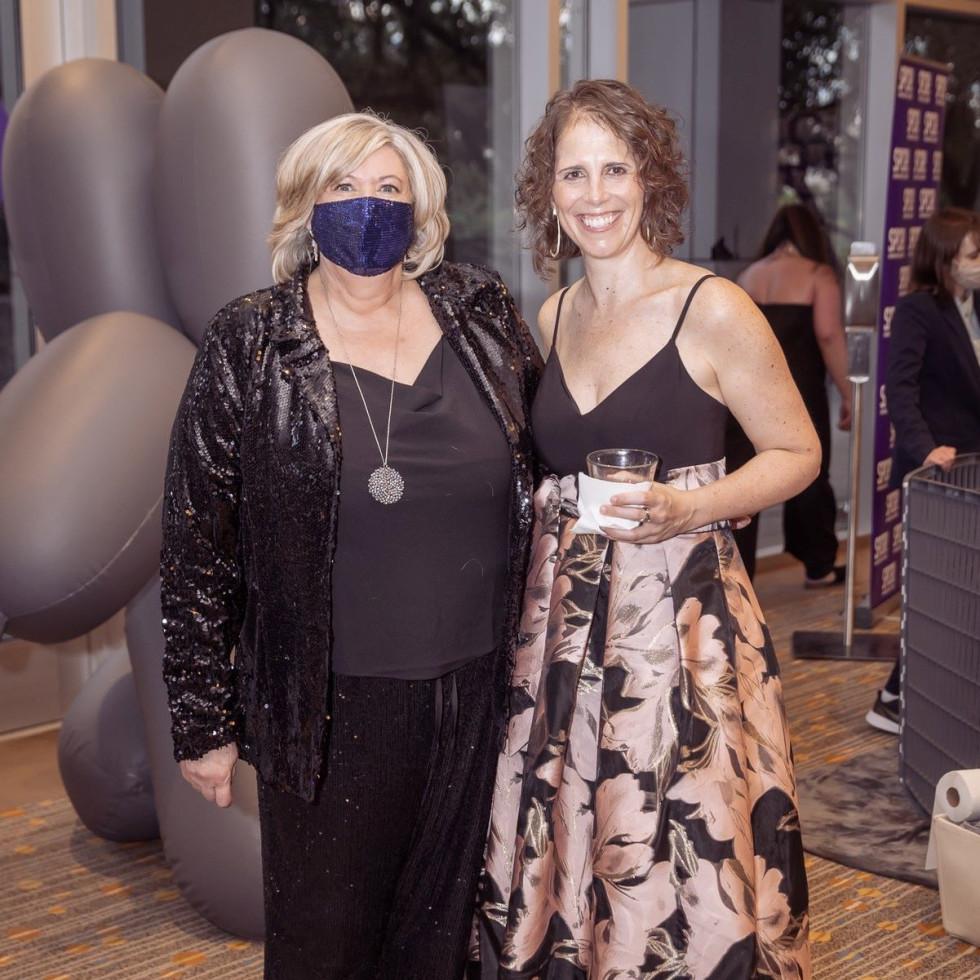 Karen Froehlich, Mandy Strauss