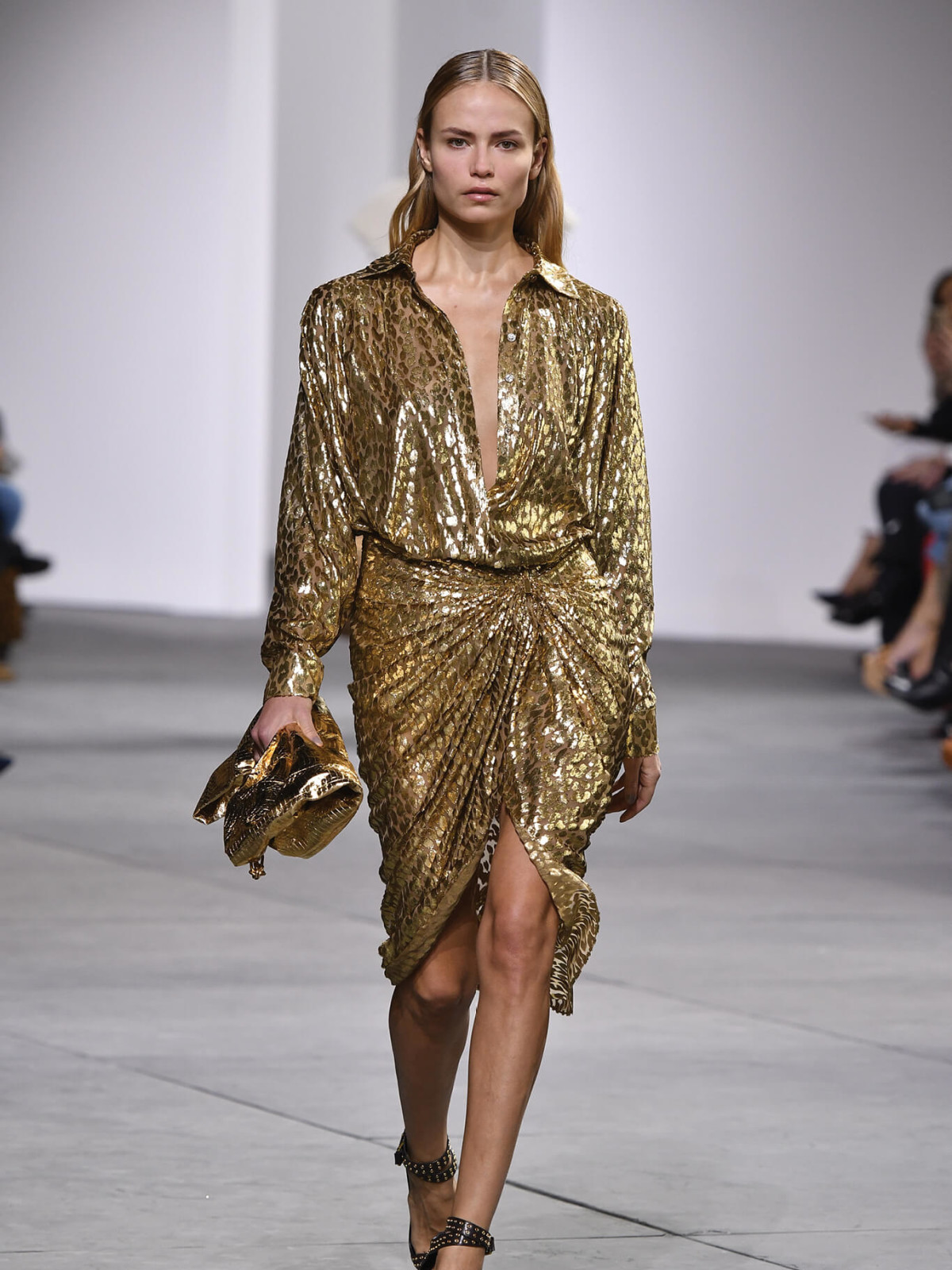 8e4355b776e Michael Kors features his first plus-size model in  Urbane Luxe ...