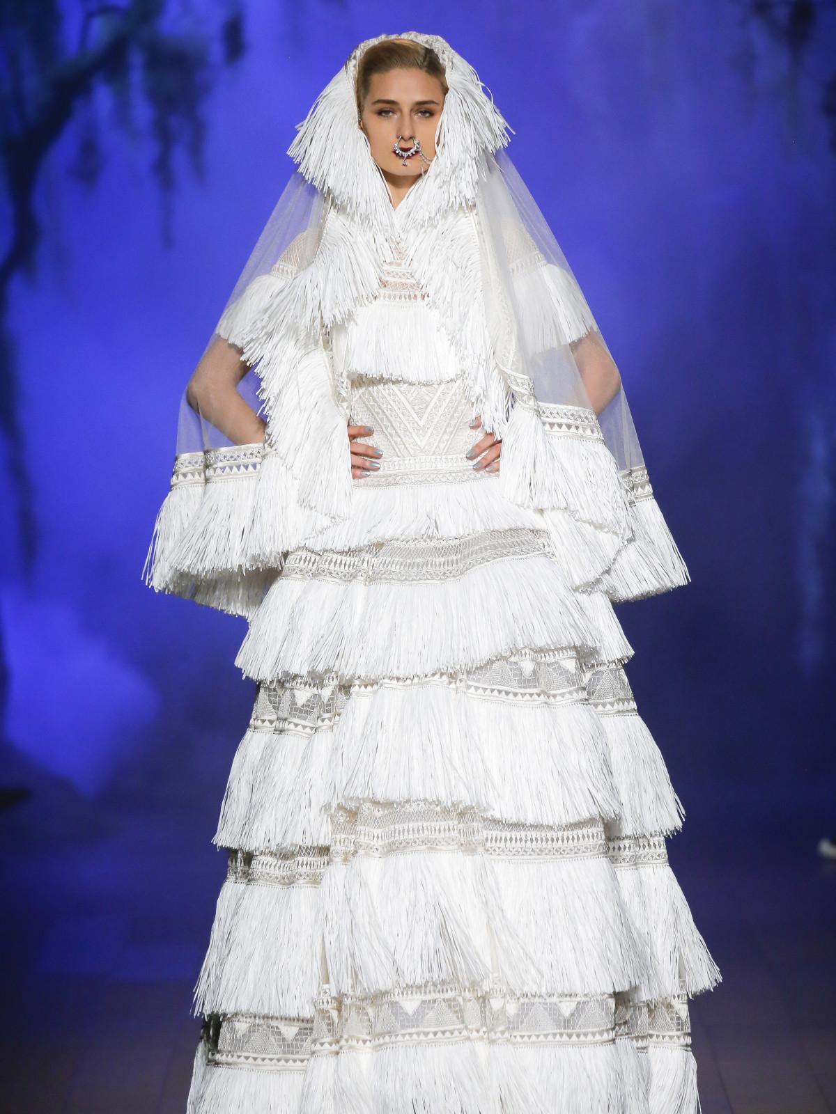 e17887f946a9 On the fringe with Naeem Khan: Designer creates 'elegantly sexy ...