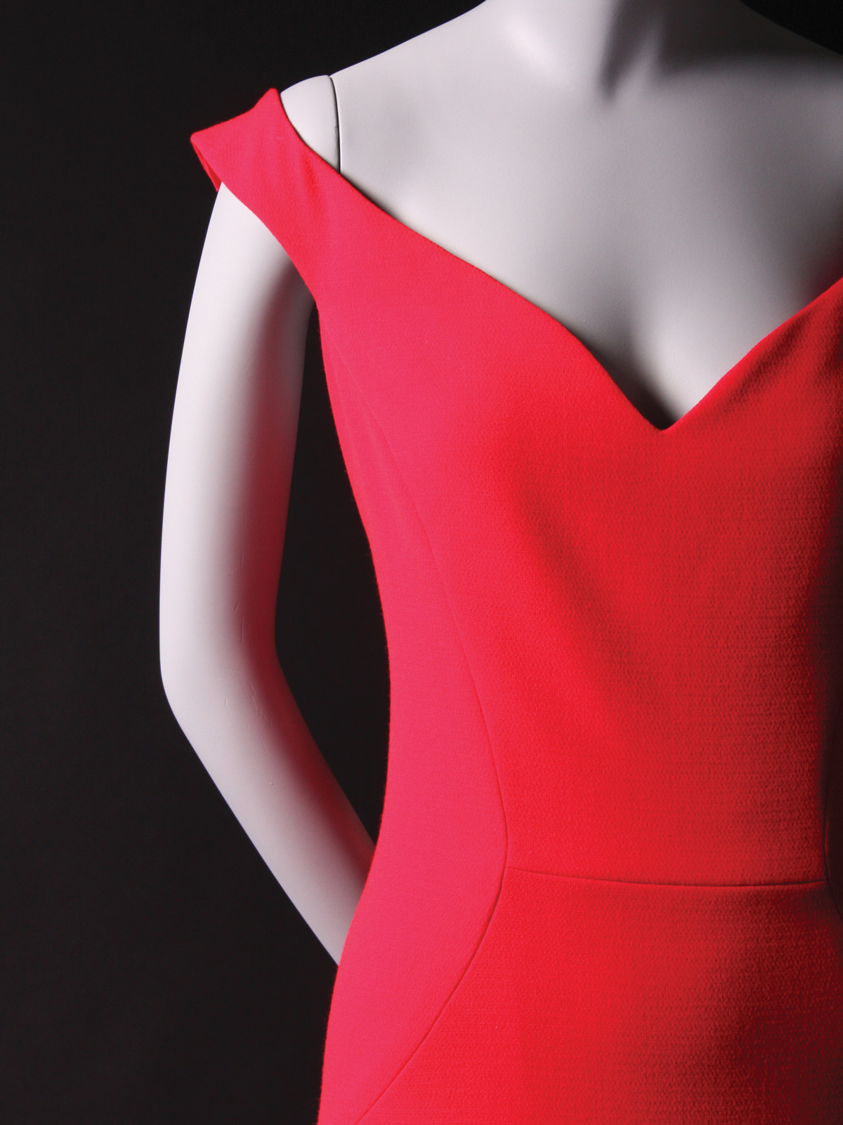 e23720ea6ee25 How Christian Siriano created so many Dresses to Dream About ...