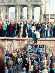 News_Berlin Wall_Brandenburg Gate_1989