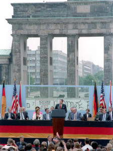 News_Berlin Wall_President_Reagan_Brandenburg_Gate_June_1987