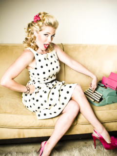 Austin Photo Set: News_Pink kisses_June 2011_ellieamy