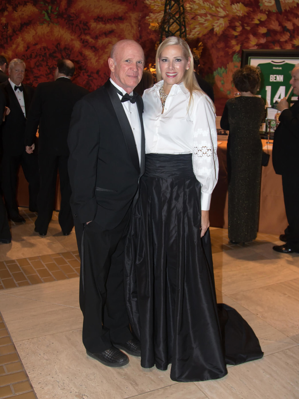 Steve McKnight, Phyllis McKnight (Carolina Herrera)