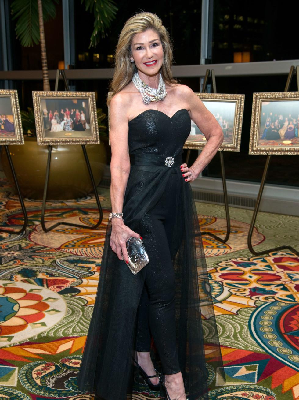 Houston, Women of Distinction fashionable gowns, Feb 2017, Patti Murphy