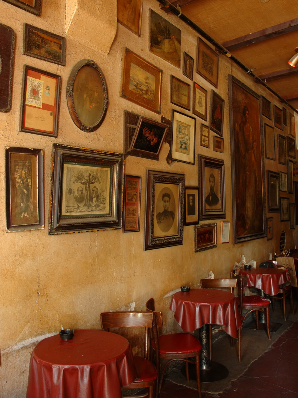 Places-Drinks-La Carafe-interior