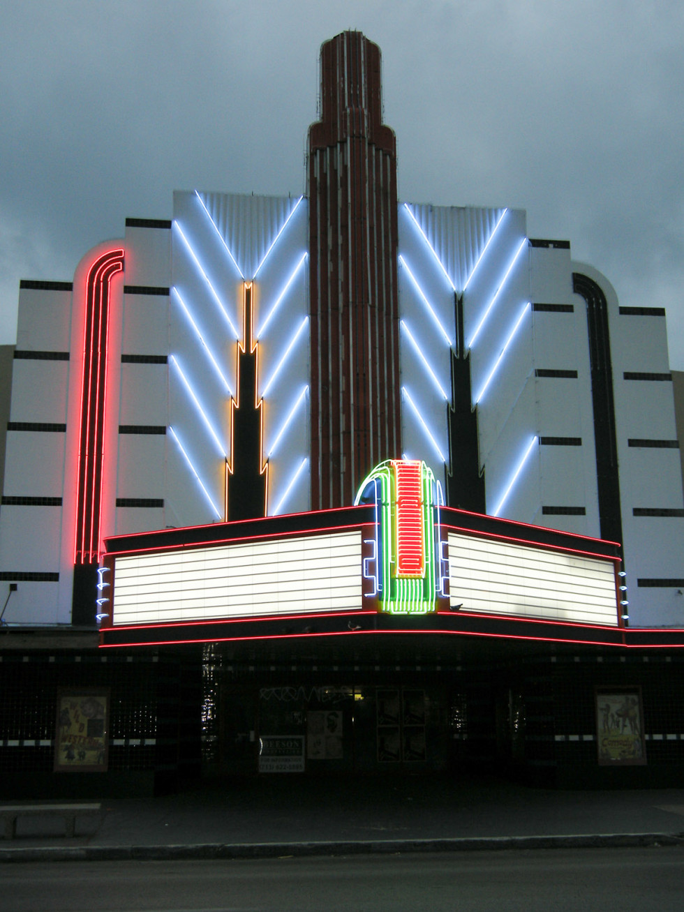 News_Tower Theater_neon_night_straight