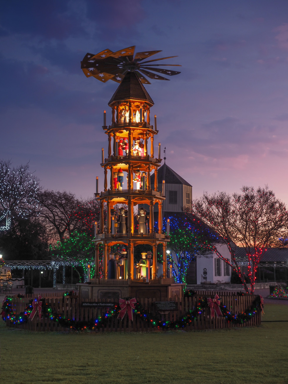 Fredericksburg holiday lighting
