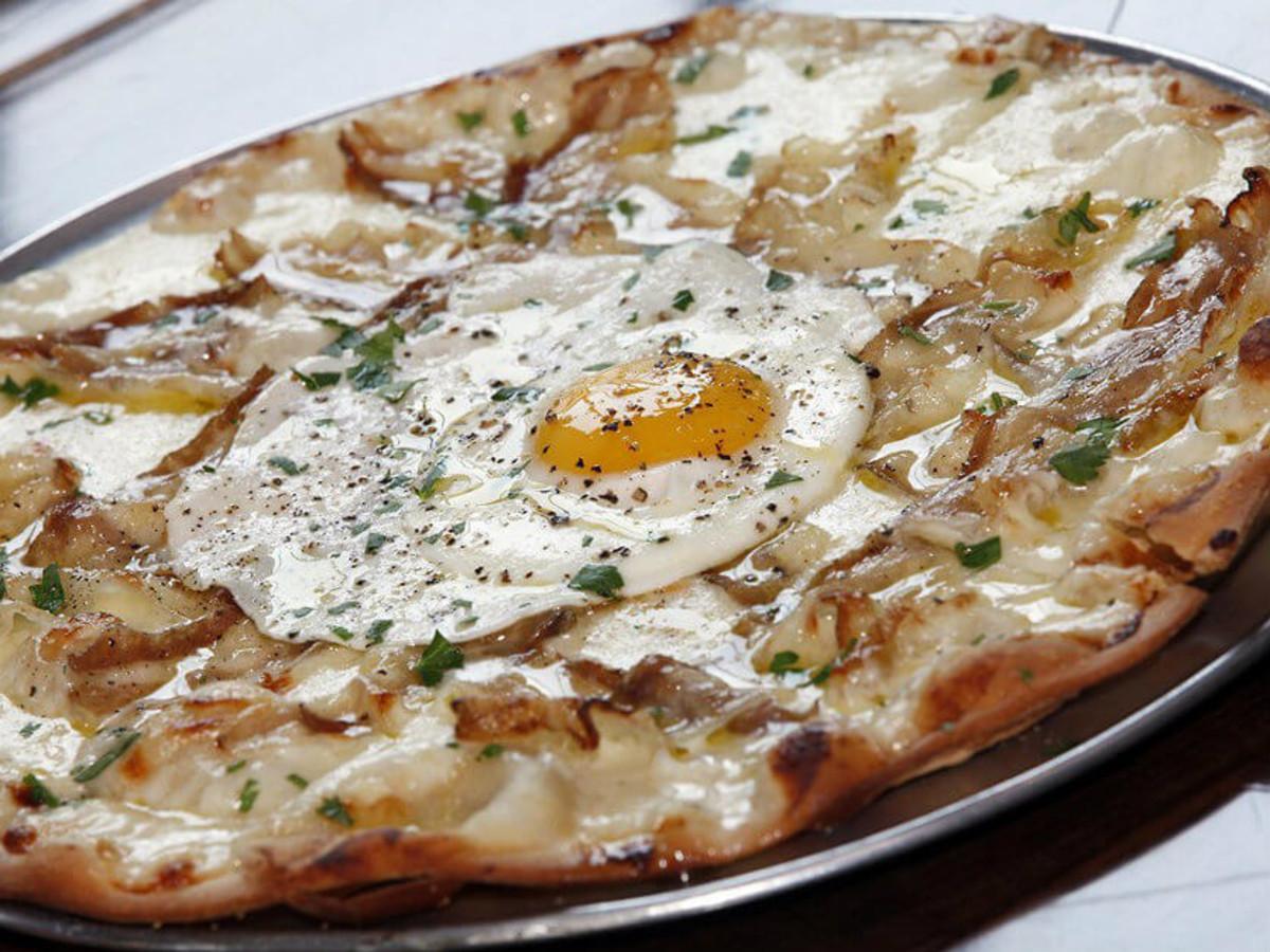 Brunch pizza at Vicini restaurant in Frisco