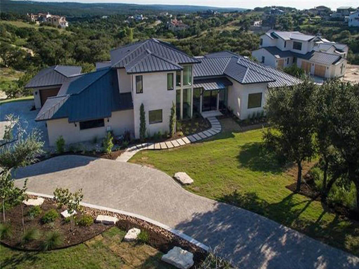5 stunning modern mansions on the market in austin right now