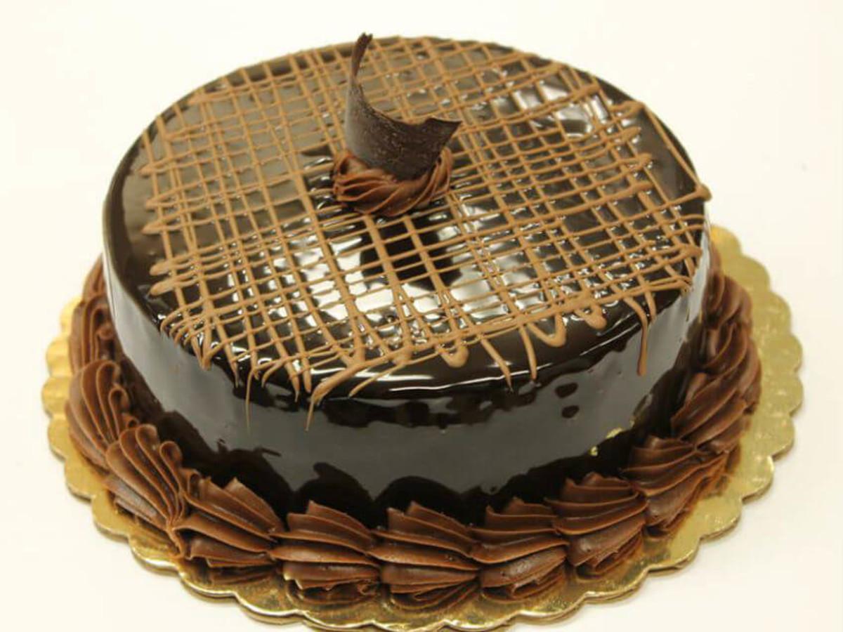 Famous TV Bakery Surprises Dallas Preston Center With Designer Cakes
