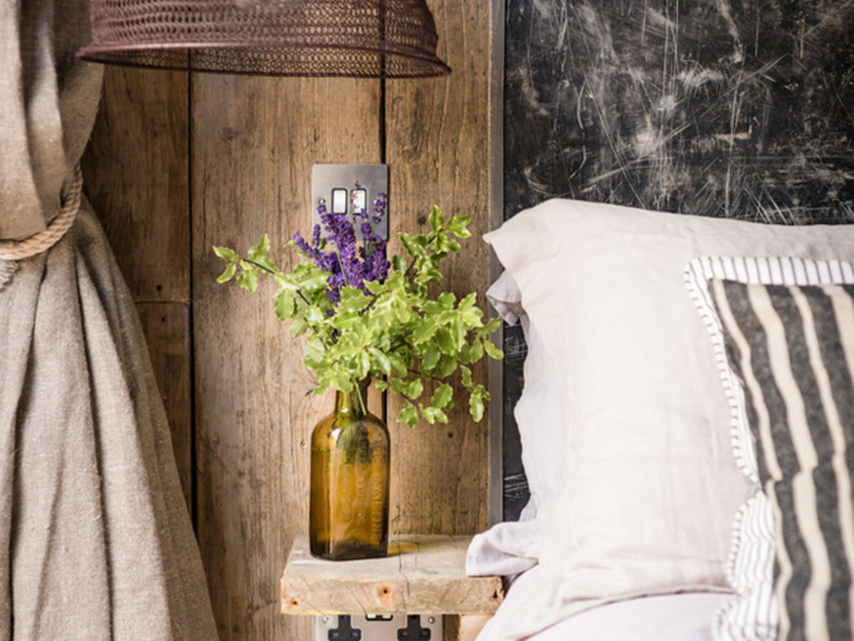 6 decorating tips to a create a modern-rustic bedroom ...