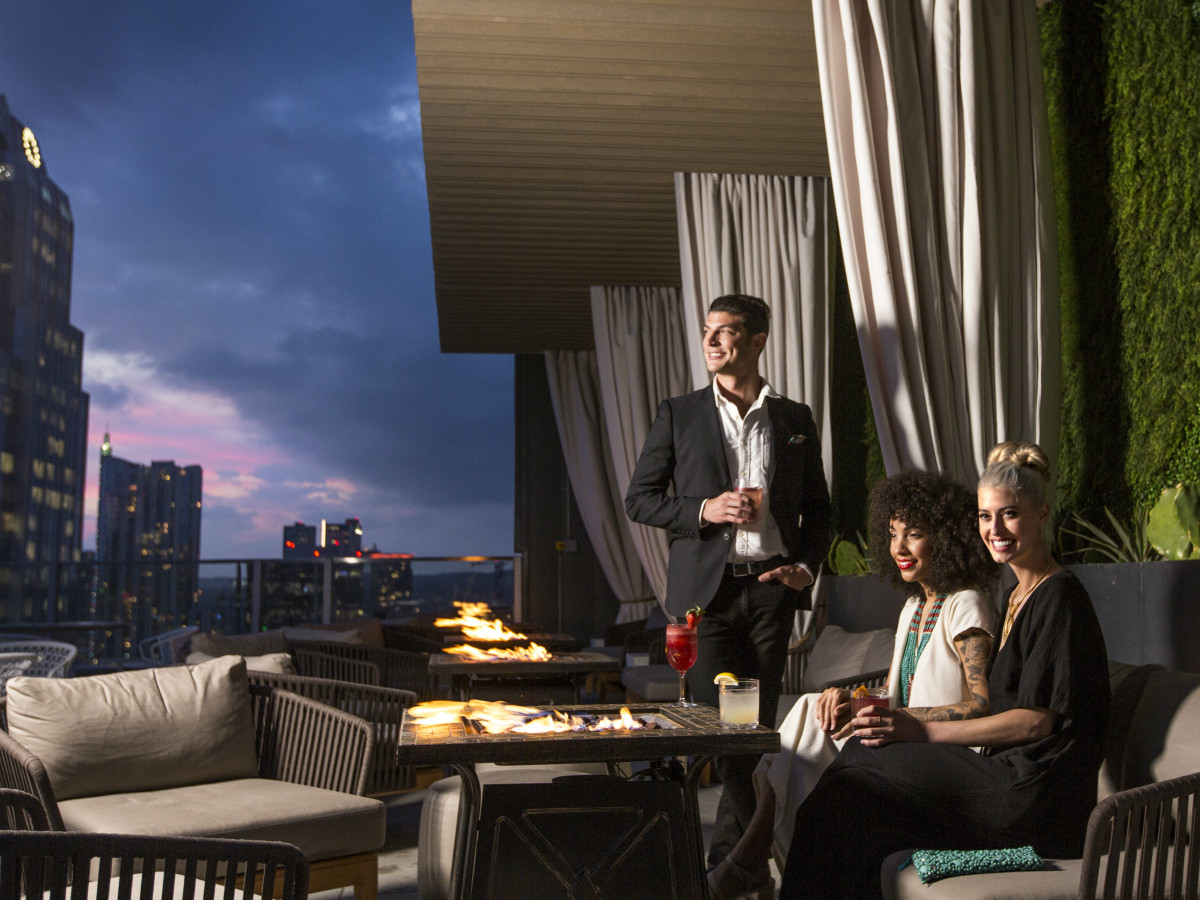 Slideshow Downtown Austin S Hottest Rooftop Pool And Bar