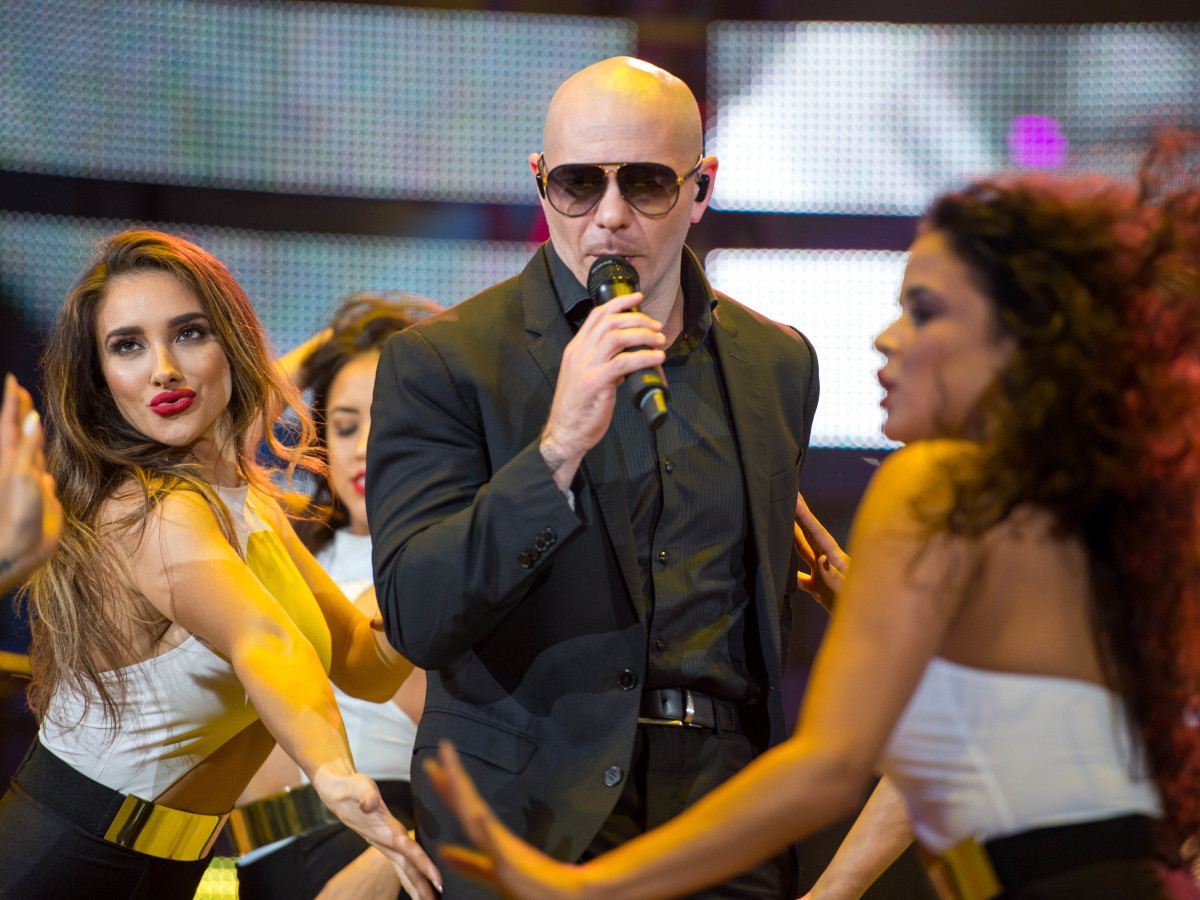 The Pitbull workout: Singer leads booty-shaking Rodeo dance