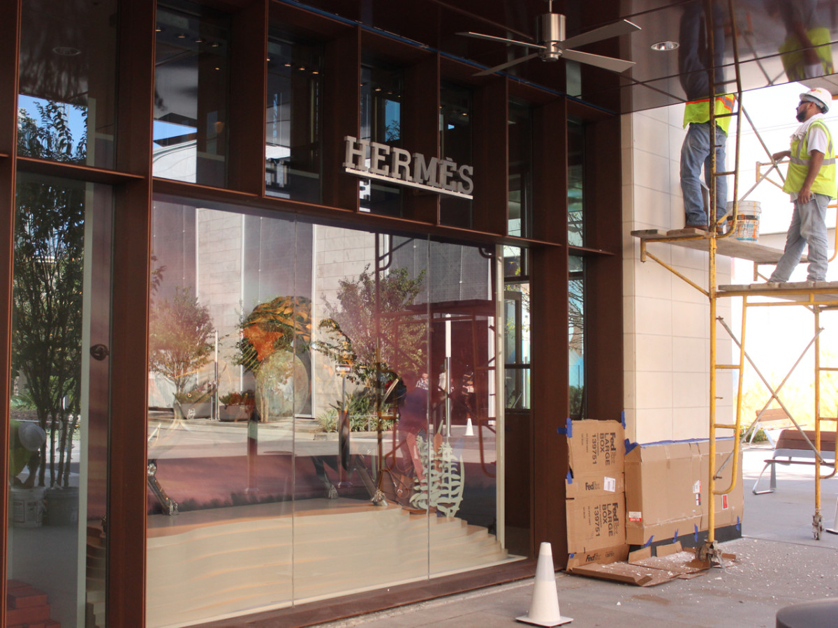 e3bad73ef618 High-end heist  Thieves break into new Tom Ford store at luxe center ...