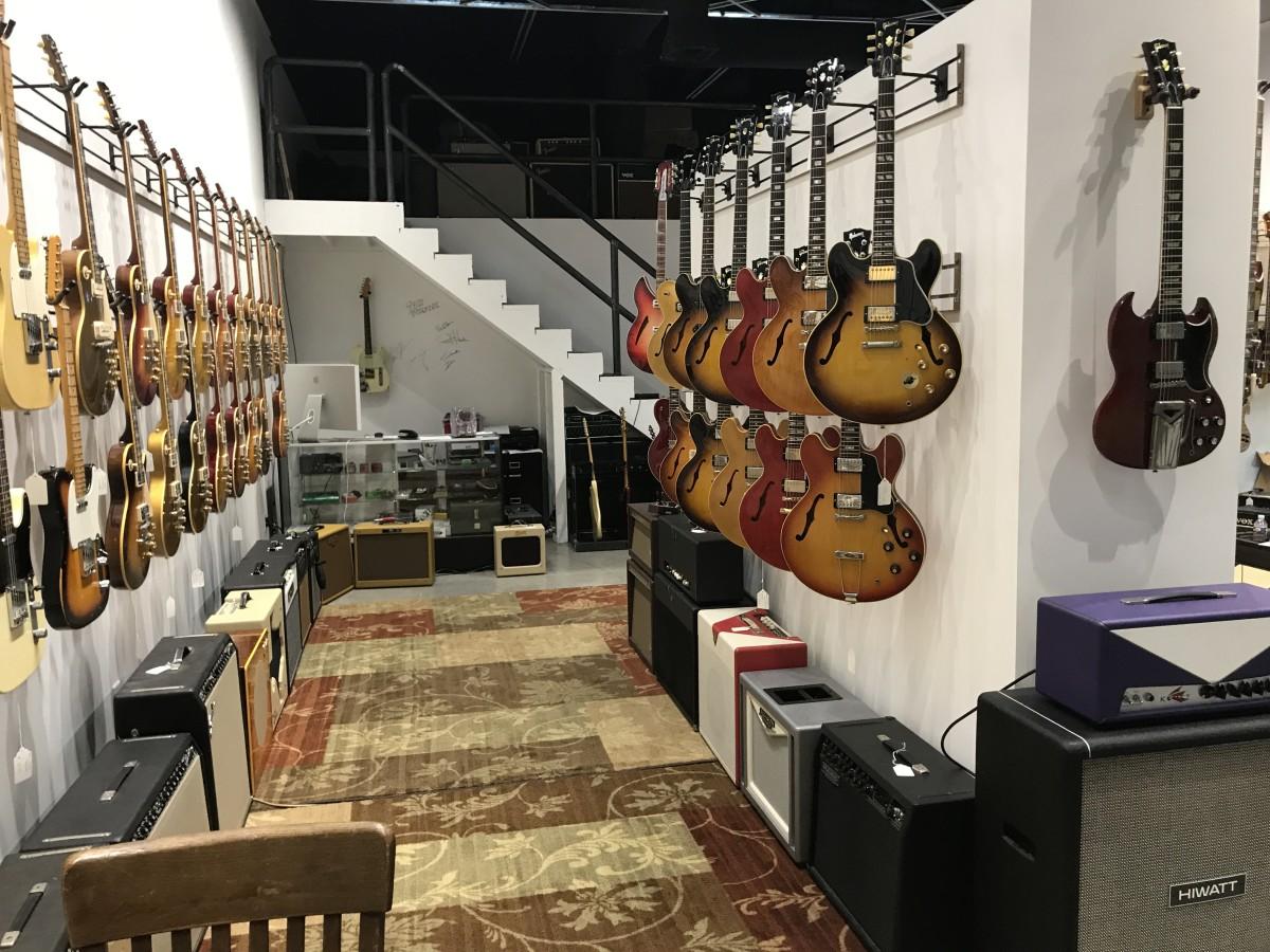 vintage guitar shop with celeb clientele brings collection to dallas culturemap dallas. Black Bedroom Furniture Sets. Home Design Ideas