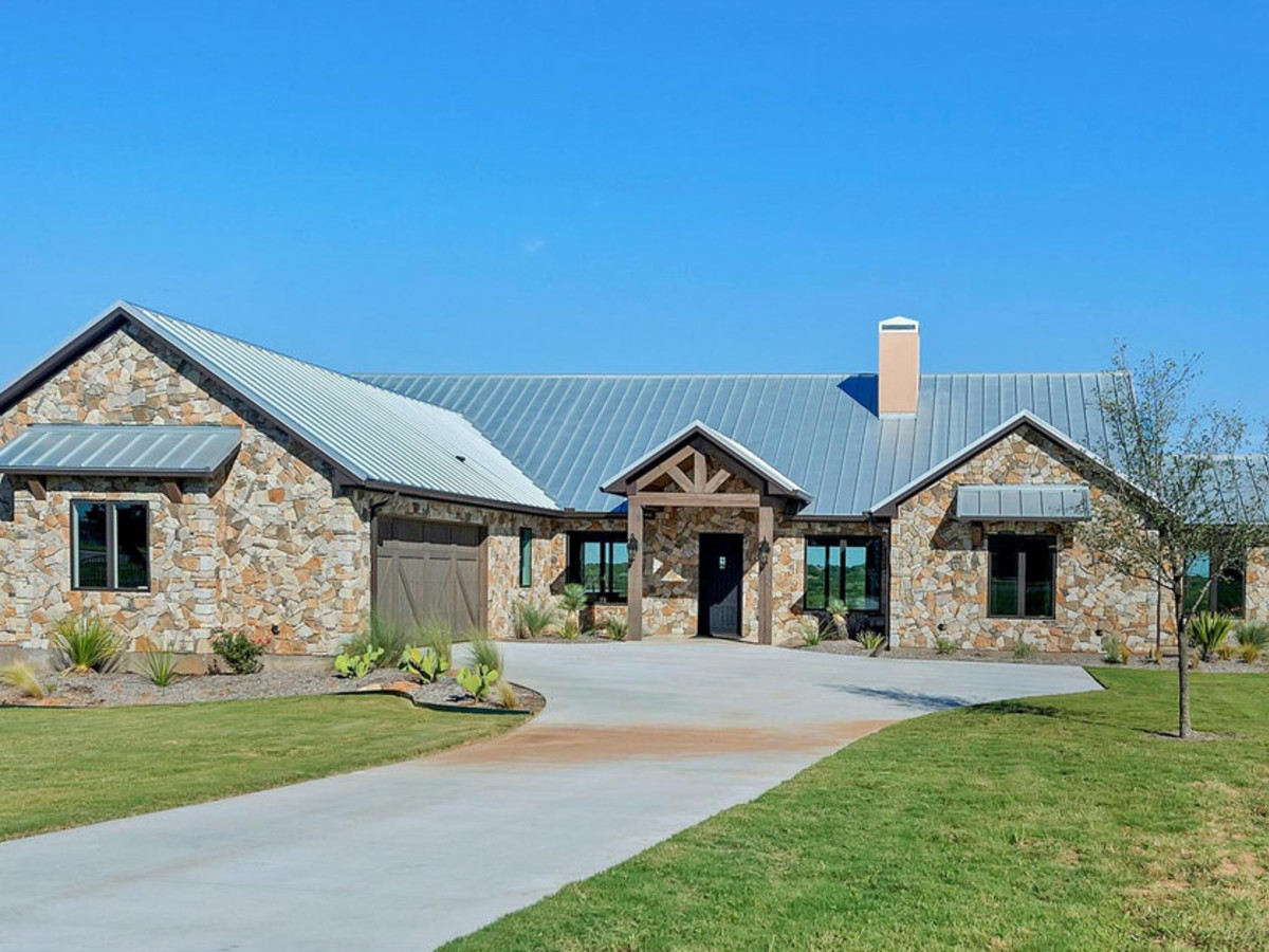 Strange These Are The 5 Best Lake Houses For Sale Right Now Near Dfw Download Free Architecture Designs Itiscsunscenecom