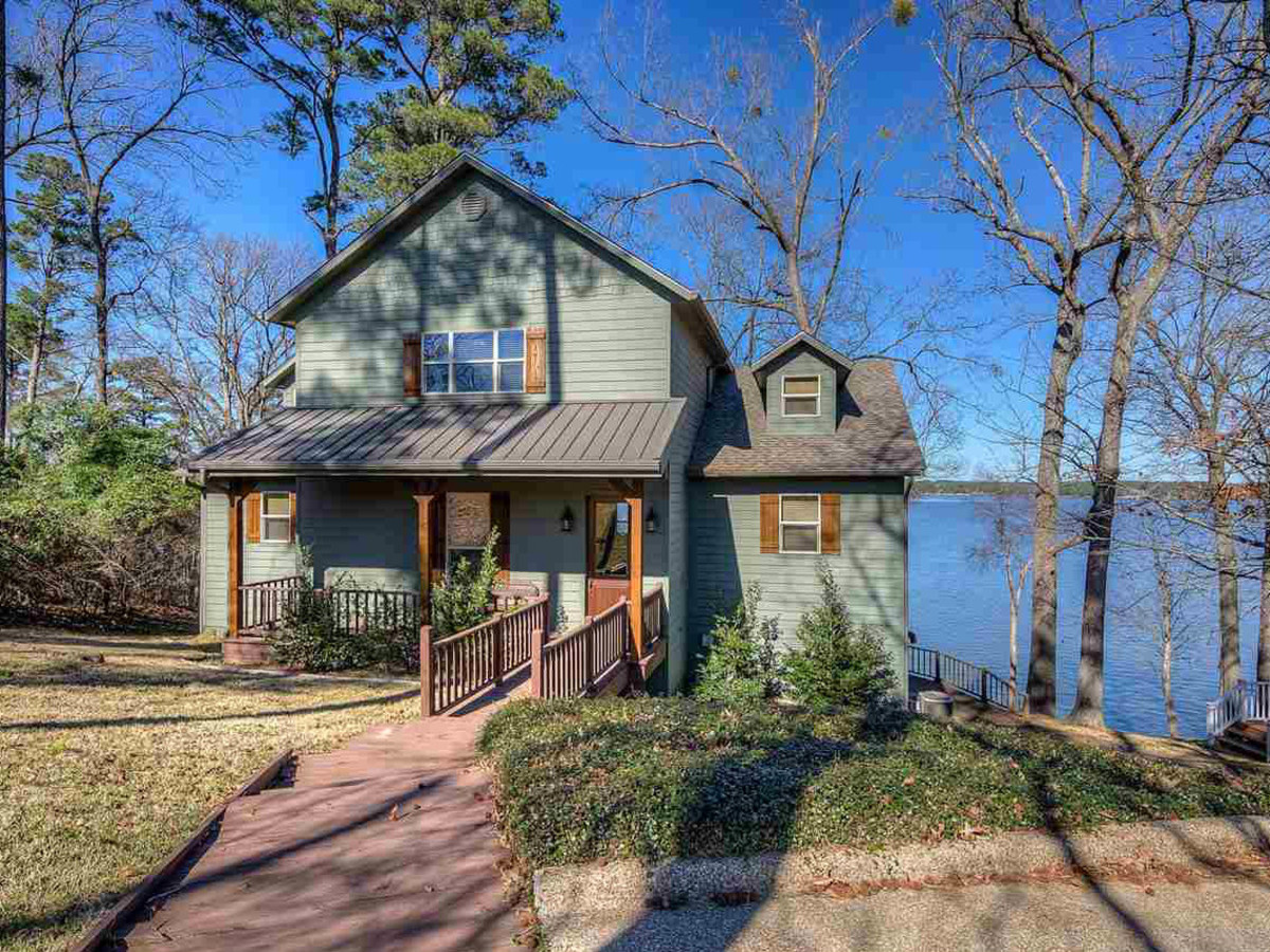 Enjoyable These Are The 5 Best Lake Houses For Sale Right Now Near Dfw Download Free Architecture Designs Itiscsunscenecom
