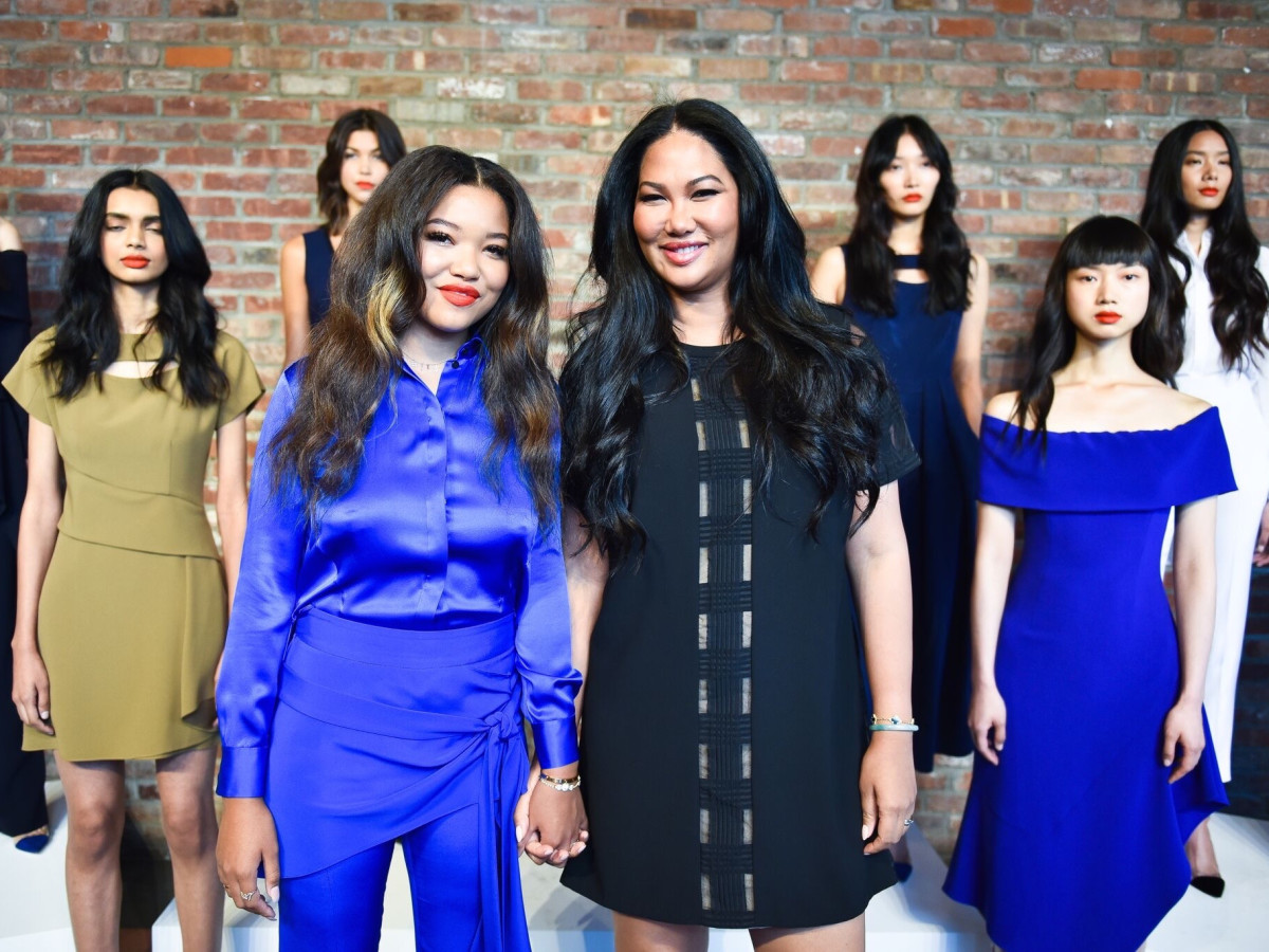 kimora lee simmons returns to ny fashion week with model daughter