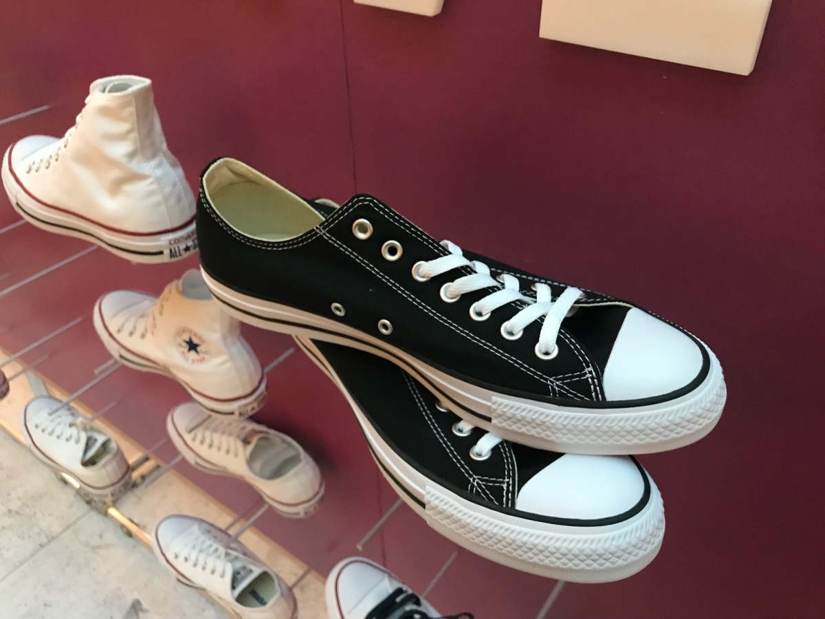 a9f0d8e3a24e8e Custom classics  Converse brings free  Chucks By You  to the Galleria