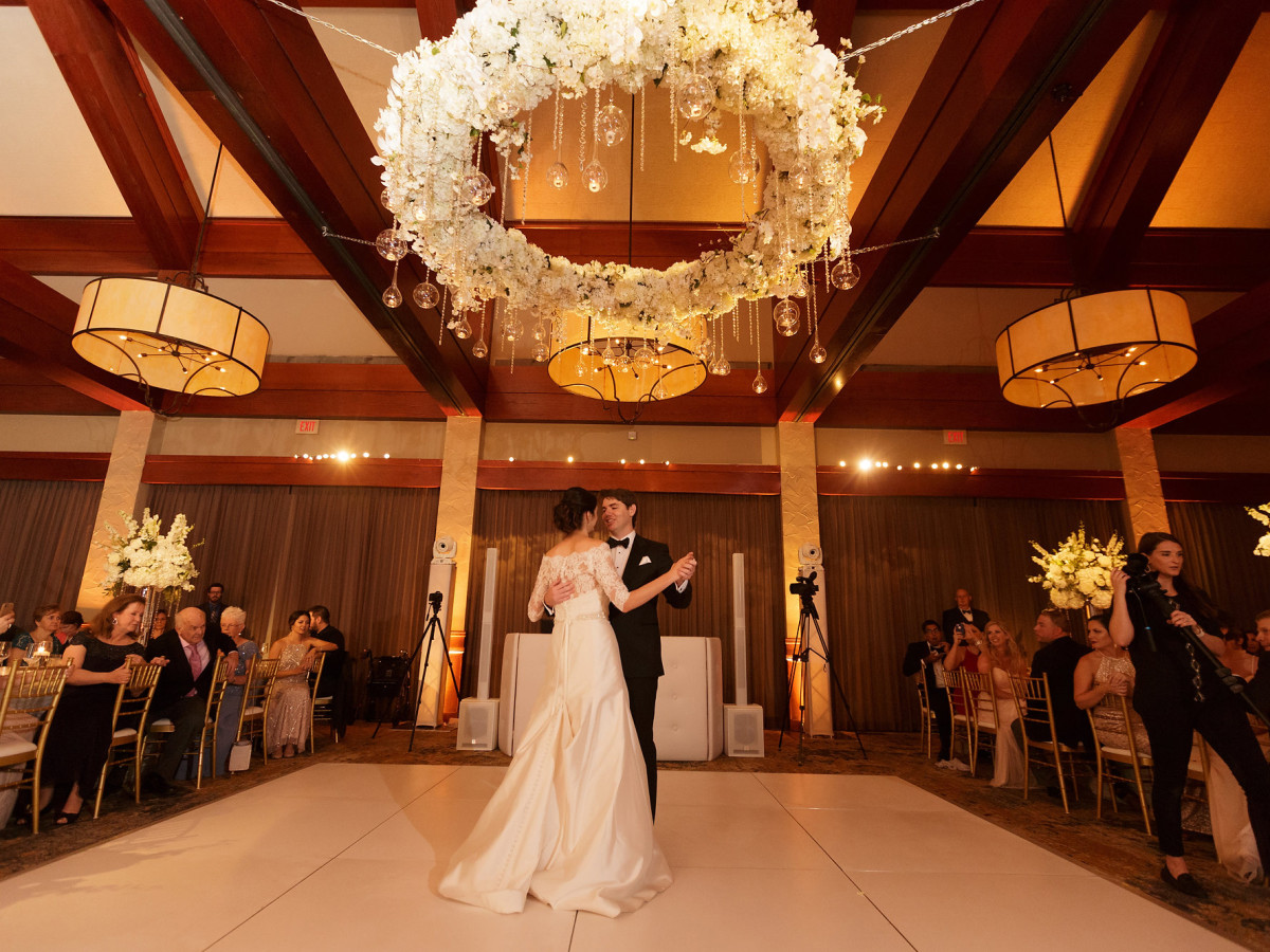 Wedding Venues Dallas.Tour Of Dallas Clubs Whisks Couples To 10 Wedding Venues In One Day
