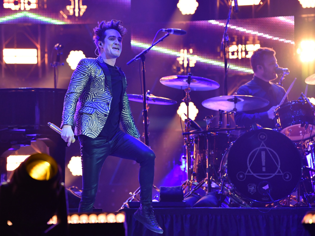 8fd1f3e7a6f1 Panic! at the Disco brings flamboyance and fireworks to RodeoHouston ...