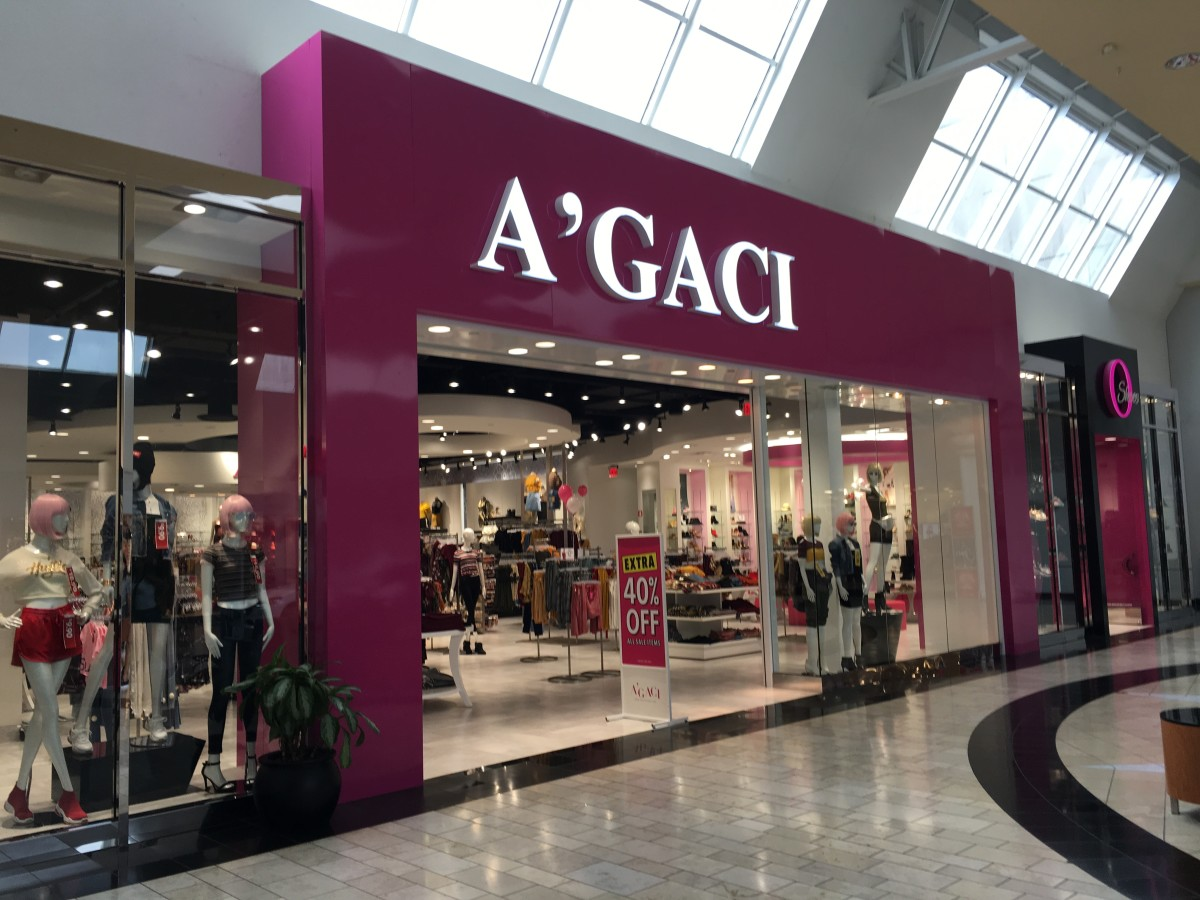 Clothing Chain Closes S