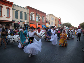 Austin Photo Set: News_Kelly_viva la vida_Oct 2011_parade2