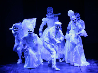 A Christmas Carol Ghosts.Alley Theatre Presents A Christmas Carol A Ghost Story Of