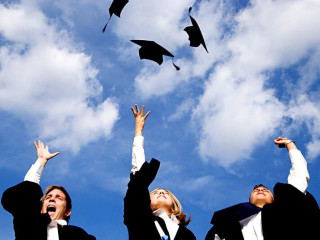 News_grad gifts_graduates_caps_gowns